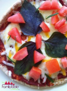 #easysnacks #easytreats #pitapizza #healthypizza #lowcarbpizza #lowcalpizza